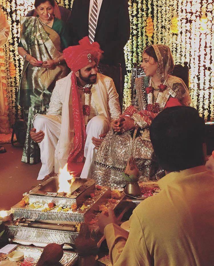 rohit saharma with wife ritika