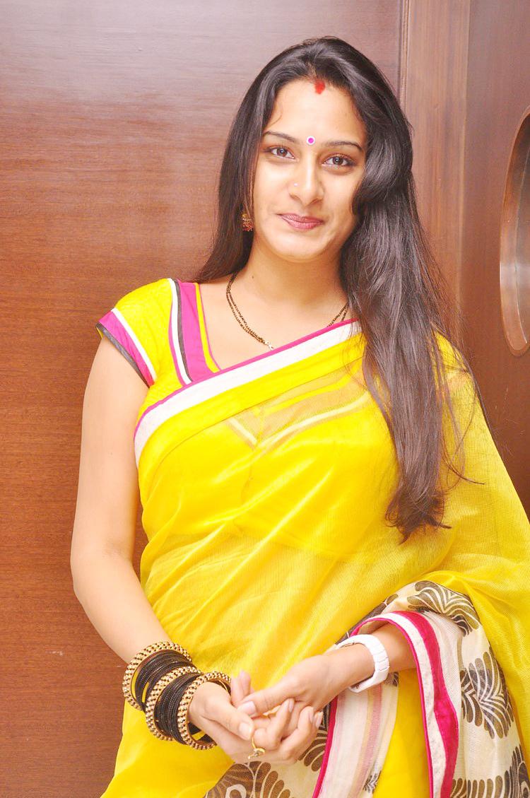 surekha-vani-movie-actress-pics-viral-dance-video